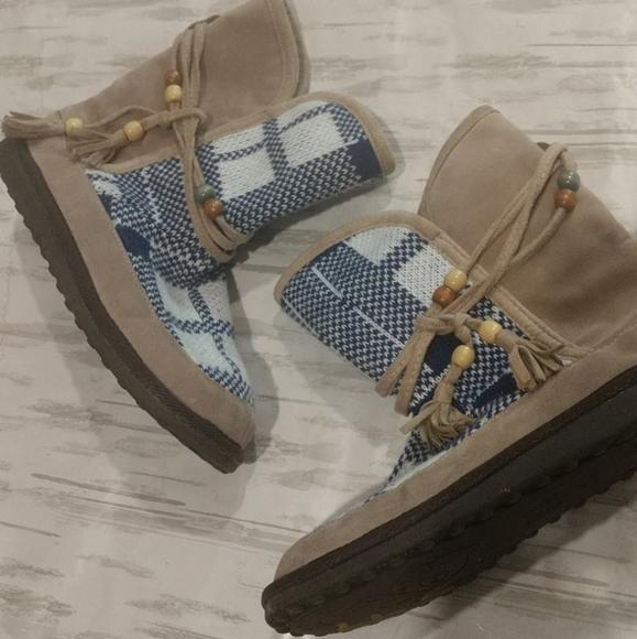 Muk Luks 10 blue plaid tassel bootie tan